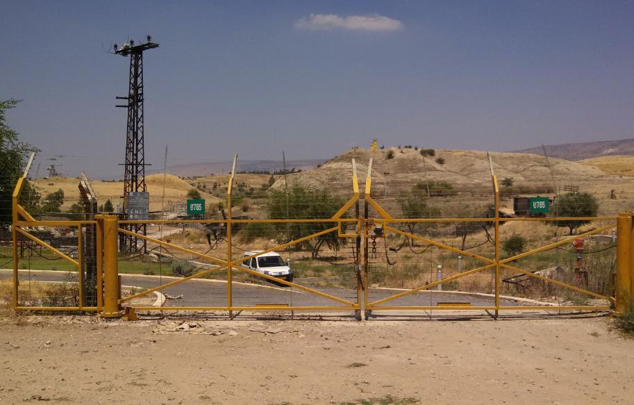 (Kibbutz Kesher, Israel, Jordan border gate)