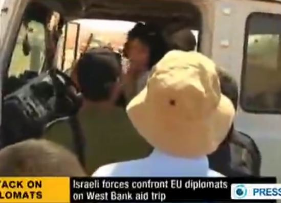 Israeli Soldiers French Diplomat talking