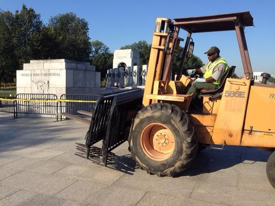 More barricades at WWII Memorial 10-2-2013