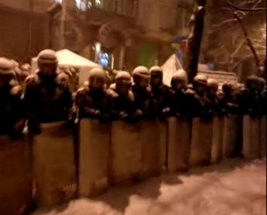 Kiev Police with shields12-9-2013