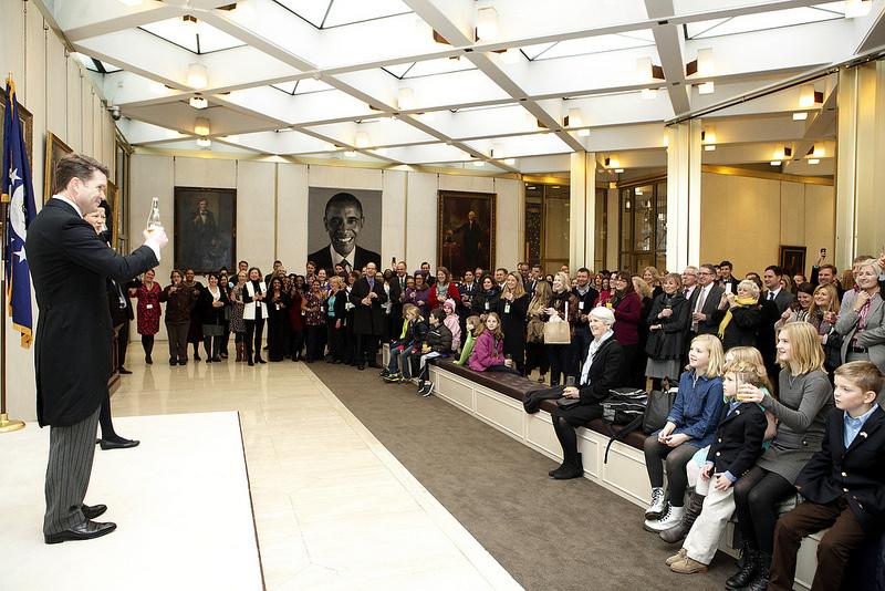 obama-tapestry-us-embassy-london-2
