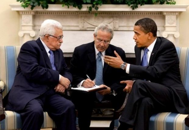 Barack_Obama_meets_with_Mahmoud_Abbas_in_the_Oval_Office_2009-05-28_1