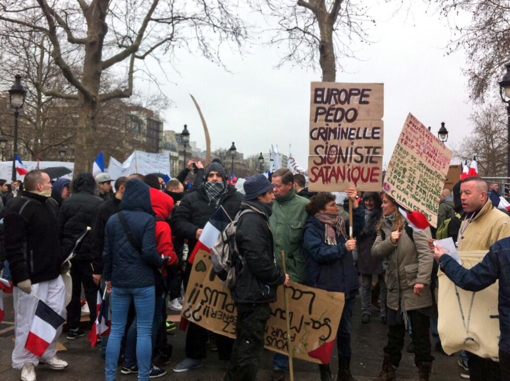 Paris Prostest signe Europe under foot of criminal zionist satanists