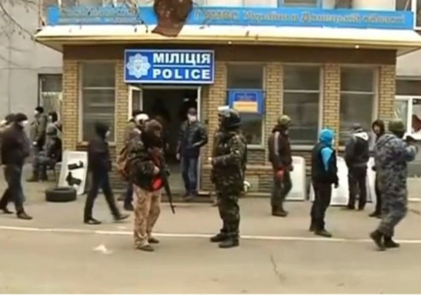 ukraine-east-armed-men-seize-police-building