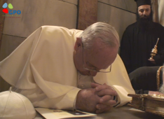 (Pope Francis at Church of Holy Sepulcre)