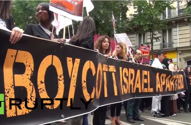 BDS banner at attack on Paris Synagogue 7-13-2014
