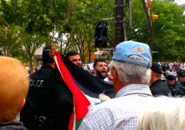 Calgary-Pro-Palestinian-Protesters-Heil-Hitler-e1407086662922-620x436