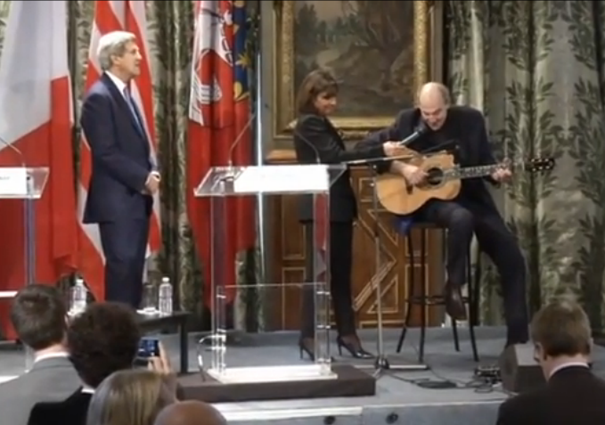 http://on.aol.com/video/james-taylor-sings--youve-got-a-friend--during-kerry-visit-to-paris-town-hall-518604326?socialmd=0%7C577%7C63%7C2