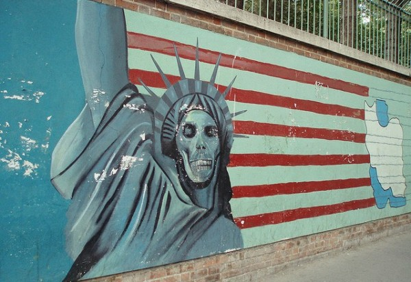 2015-02-22-Iran-Anti-American_Mural_1732366636_61067f941f_z