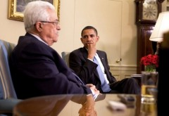 Barack_Obama_meets_with_Mahmoud_Abbas_in_the_Oval_Office_2009-05-28_3
