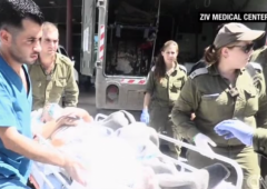Syrians corss border into Israel for treatment help