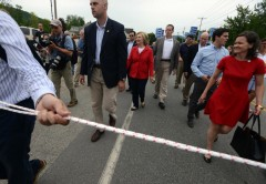 reporters-roped-off-from-hillary