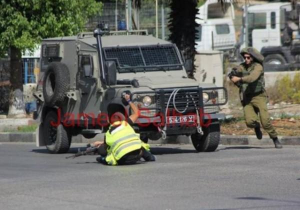 Palestinian dressed as member of press stabs soldier
