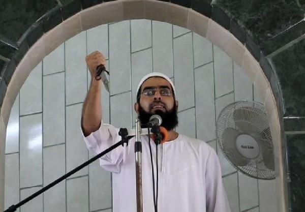 Palestinian preacher holding knife Gaza
