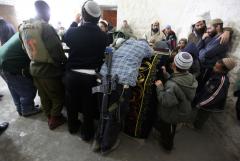 Jews pray at Joseph's Tomb, December 28 2010 Feature Image