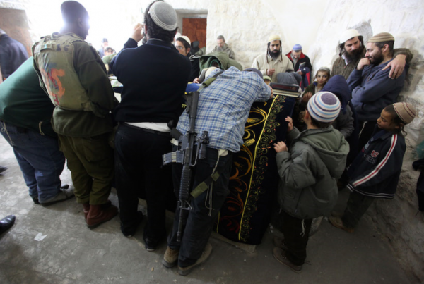 Jews pray at Joseph's Tomb, December 28 2010 Feature Image