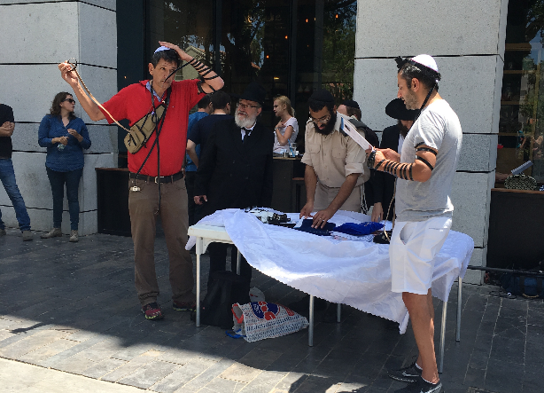 [Tel Aviv attack mourners at Max Brenner restaurant][photo credit: Legal Insurrection]