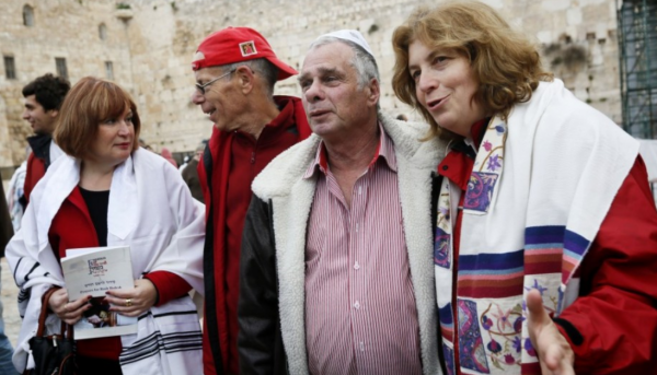 Women of the Wall with Yitzhak Yifat | Feb. 2013 | Credit: Times of Israel