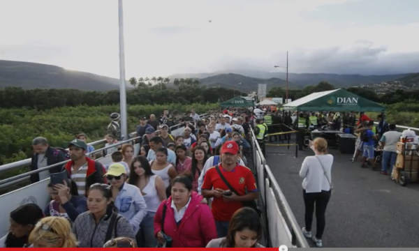 Venezuelans walk to Colombia for food