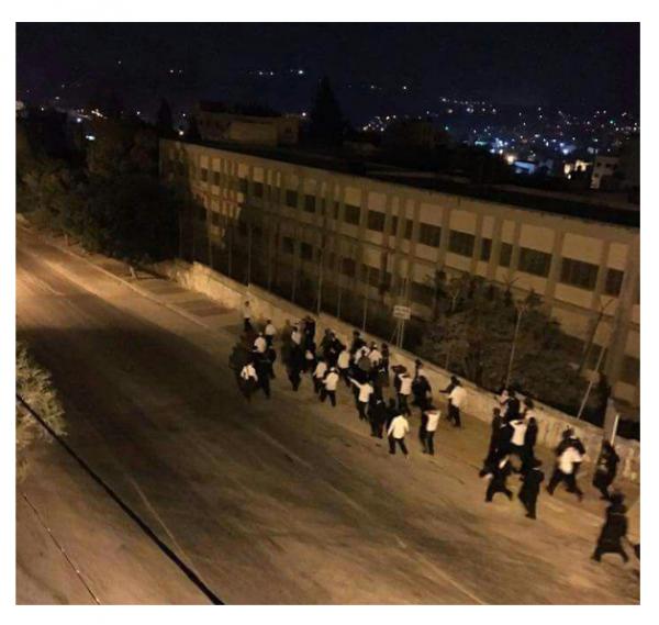 Breslau Hasidim Flee the Bus   (credit: Ynetnews.com
