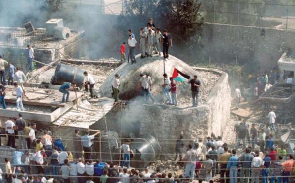 Palestinian mob destroying Joseph's Tomb in Nablus   October 2000   YouTube screenshot