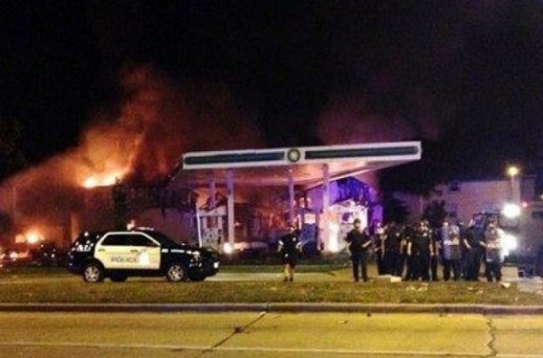 milwaukee riots _ gas station on fire