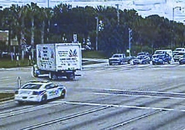 http://www.wtsp.com/news/local/officer-gives-himself-a-citation-for-running-red-light/341606707