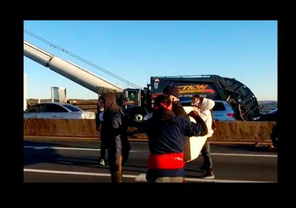 pro illegal immigrant block nyc bridge