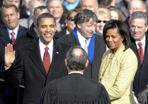 https://upload.wikimedia.org/wikipedia/commons/d/d7/US_President_Barack_Obama_taking_his_Oath_of_Office_-_2009Jan20.jpg