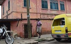 https://www.theguardian.com/world/2016/dec/04/fake-us-embassy-in-ghana-shut-down-after-ten-years-issuing-visas