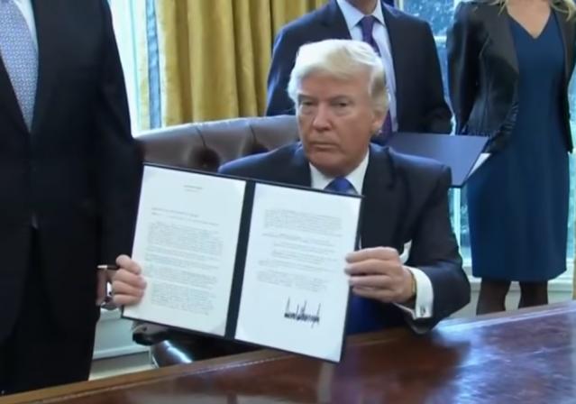 president trump signs executive order approving keystone dakota access pipelines