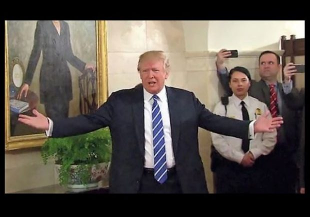 http://www.nbcnews.com/politics/politics-news/trump-surprises-first-batch-white-house-visitors-n730111