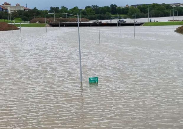 http://www.chron.com/news/houston-weather/hurricaneharvey/article/hurricane-harvey-houston-reader-photos-flooding-11969380.php#photo-13986105