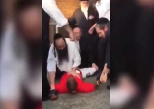 http://www.ibtimes.co.uk/melbourne-rabbi-takes-down-attacker-outside-synagogue-krav-maga-technique-1530952