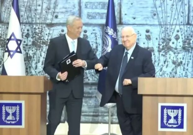 https://www.jpost.com/Breaking-News/Gantz-arrives-at-Presidents-House-to-receive-mandate-to-form-govt-621147